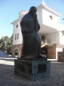 800px-Mother-teresa-skopje