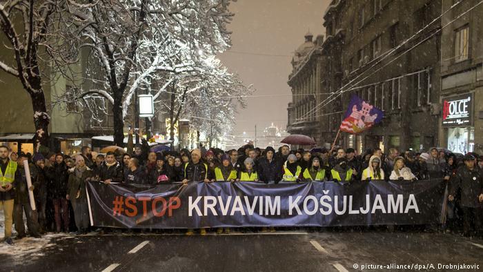 Több ezren tüntettek Belgrádban